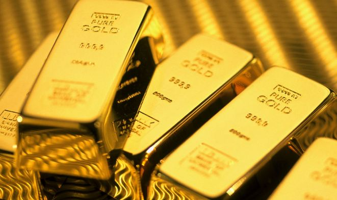 Gold Plummets as Fed Signals June Rate Rise