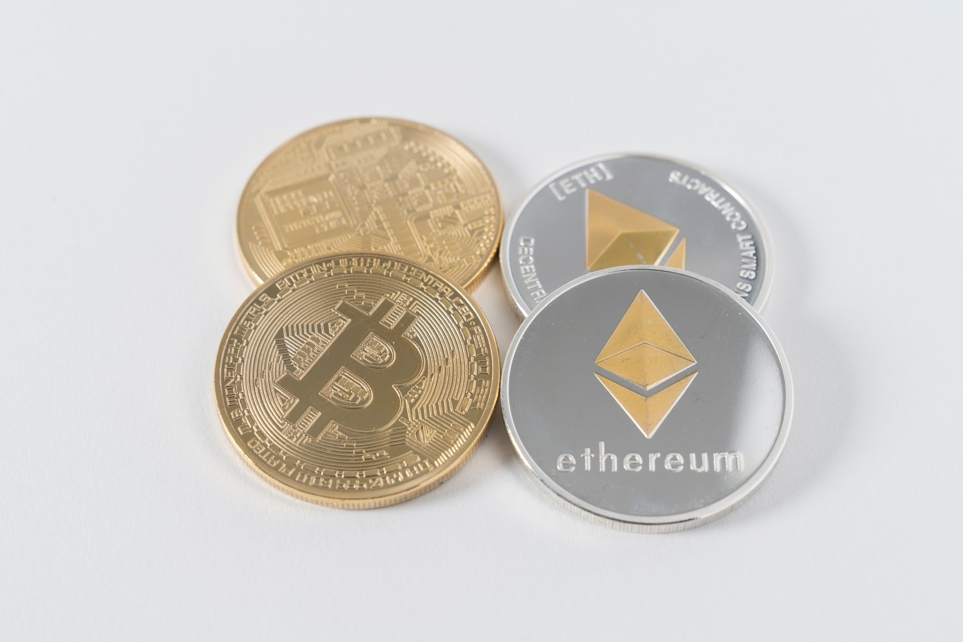 "Bitcoin (BTC/USD) Holds Gains as Focus Shifts on ""Altcoin Season"""